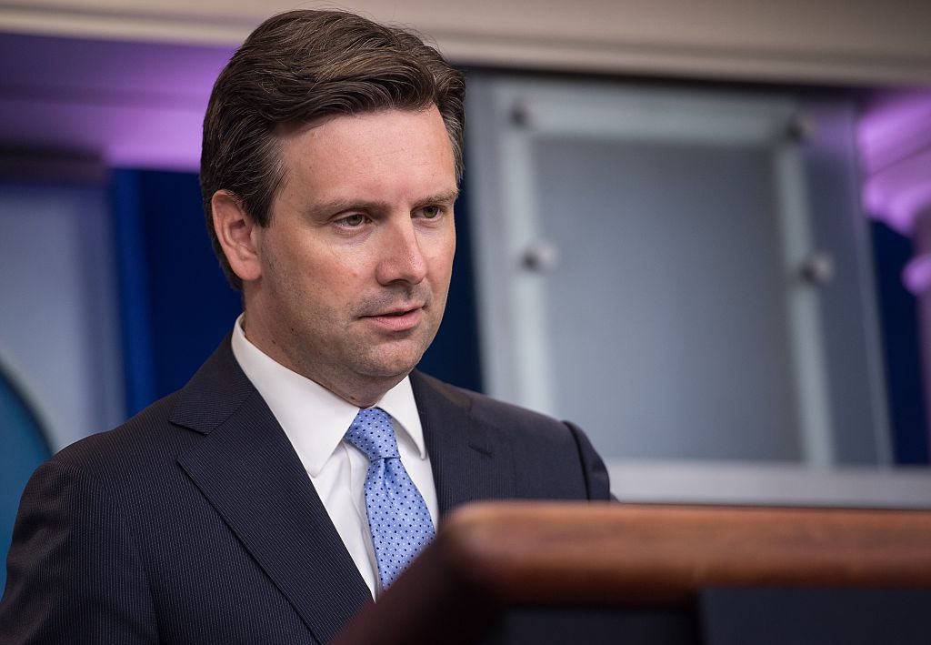Josh Earnest speaks during the daily press briefing at the White House in Washington, DC, on August 30, 2016. (Getty Images)