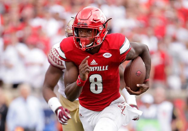 Lamar Jackson #8 of the Louisville Cardinals runs for a touchdown against the Florida State Seminoles at Papa John's Cardinal Stadium on September 17, 2016 in Louisville, Kentucky. (Photo by Andy Lyons/Getty Images)