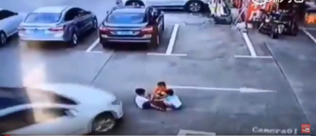 Three Chinese children were run over by a car in a parking lot in Shenzhen, China (Youtube screenshot)