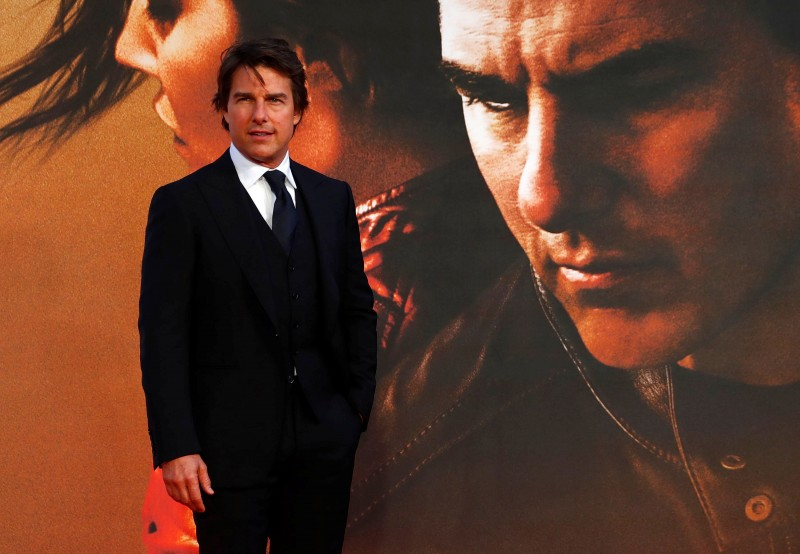 "Tom Cruise poses as he arrives for the European premiere of the film ""Jack Reacher: Never Go Back"" REUTERS/Eddie Keogh"