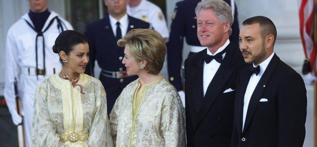WASHINGTON, : US President Bill Clinton (2nd R) and US First Lady Hillary Rodham Clinton (2nd L) greet His Majesty Mohammed VI, King of Morocco (R), and his sister, Her Royal Highness Lalla Meryem (L), at the North Portico of the White House 20 June 2000 in Washington, DC. (ELECTRONIC IMAGE) AFP PHOTO/Tim SLOAN (Photo credit should read TIM SLOAN/AFP/Getty Images)