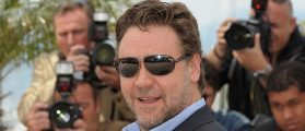 """Actor Russell Crowe attends the """"Robin Hood"""" Photocall at the Palais des Festivals during the 63rd Annual Cannes Film Festival on May 12, 2010 in Cannes, France"""