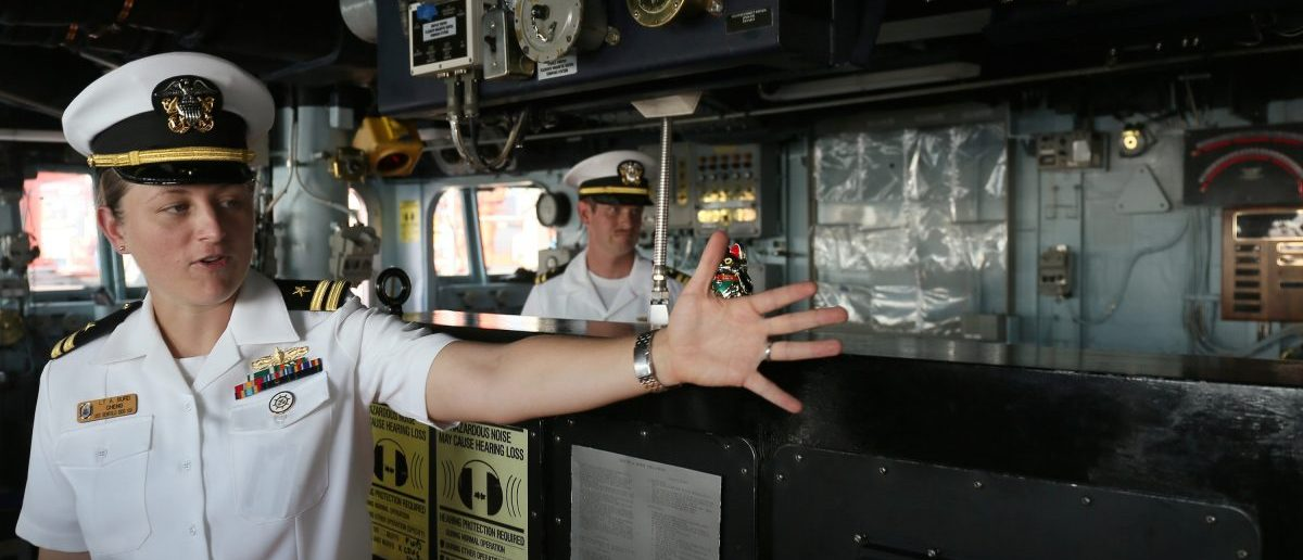 A U.S. navy officer gestures on the U.S.S. Benfold, a guided-missile destroyer, during a scheduled visit to the Chinese port city of Qingdao, Shandong province, China, August 9, 2016. Picture taken August 9, 2016. REUTERS/Paul Carsten