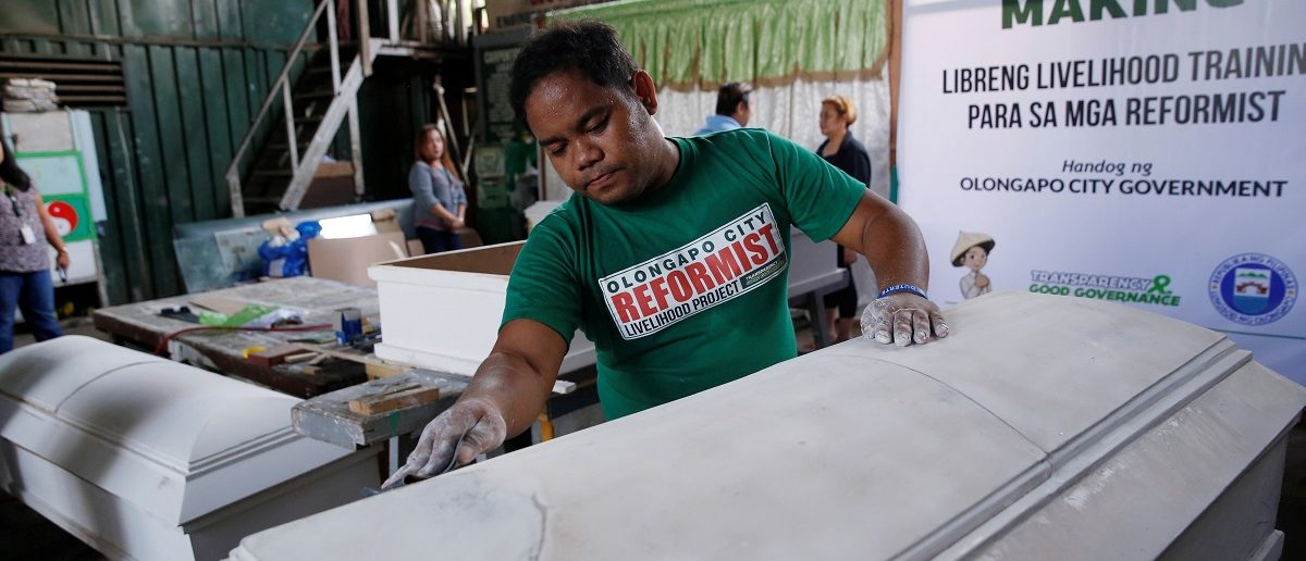 "A former drug user undergoing rehabilitation makes coffins as part of a local government drug rehabilitation program for people involved with the drugs ""Shabu"" (Methamphetamine Hydrochloride)  in Olongapo city, northern Philippines, October 5, 2016. Picture taken October 5, 2016. REUTERS/Erik De Castro"