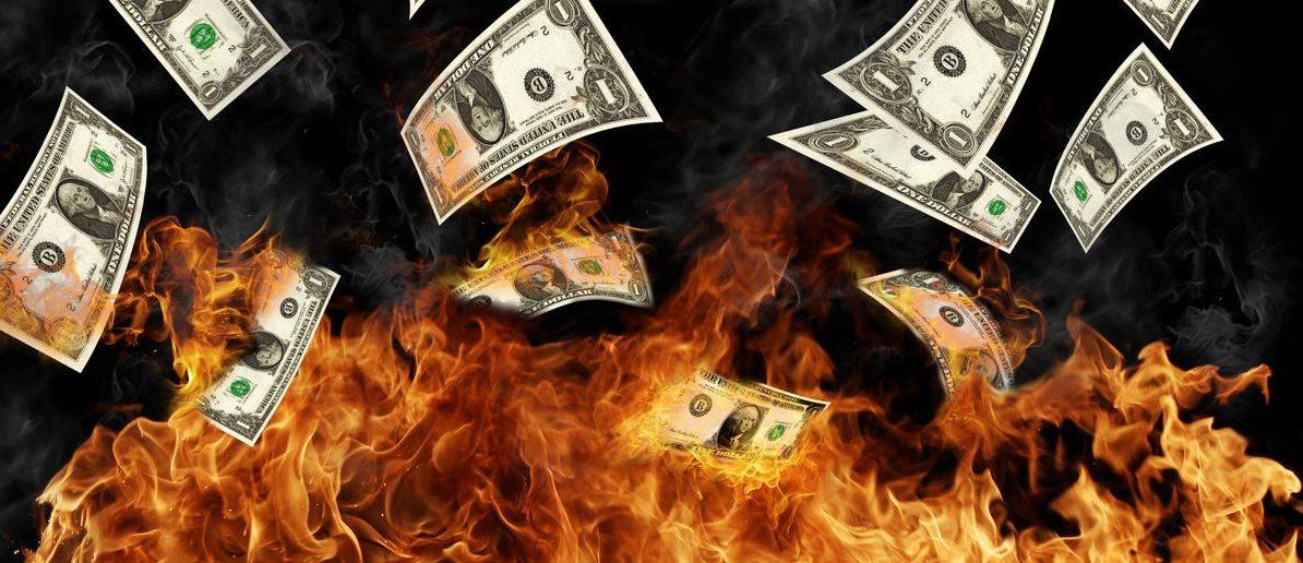 Burning dollars banknotes (Shutterstock/Jag_cz)