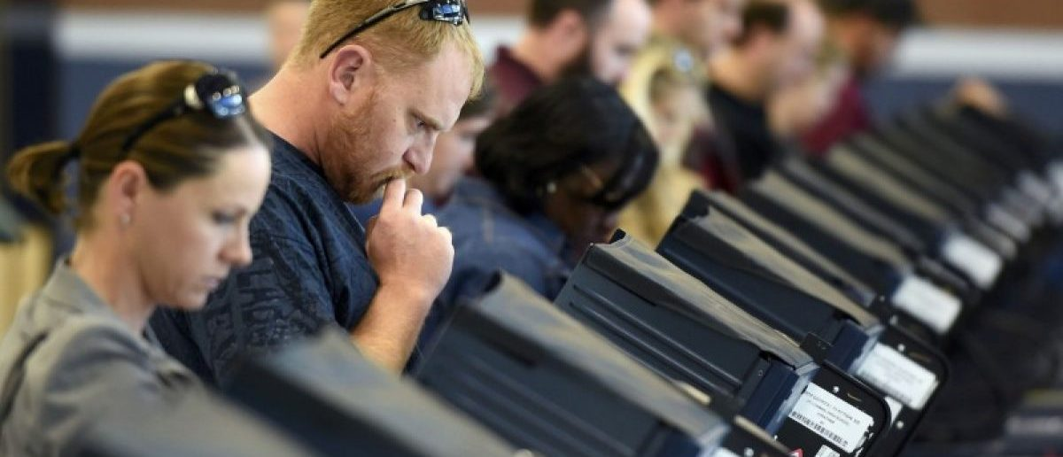 People cast their ballots during voting in the 2016 presidential election in Las Vegas, Nevada, U.S November 8, 2016. (REUTERS/David Becker)