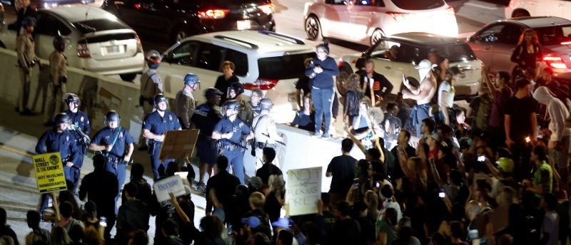 Demonstrators take over the Hollywood 101 Freeway in protest against the election of Republican Donald Trump as President of the United States in Los Angeles, California, U.S. November 9, 2016 REUTERS/Patrick T. Fallon