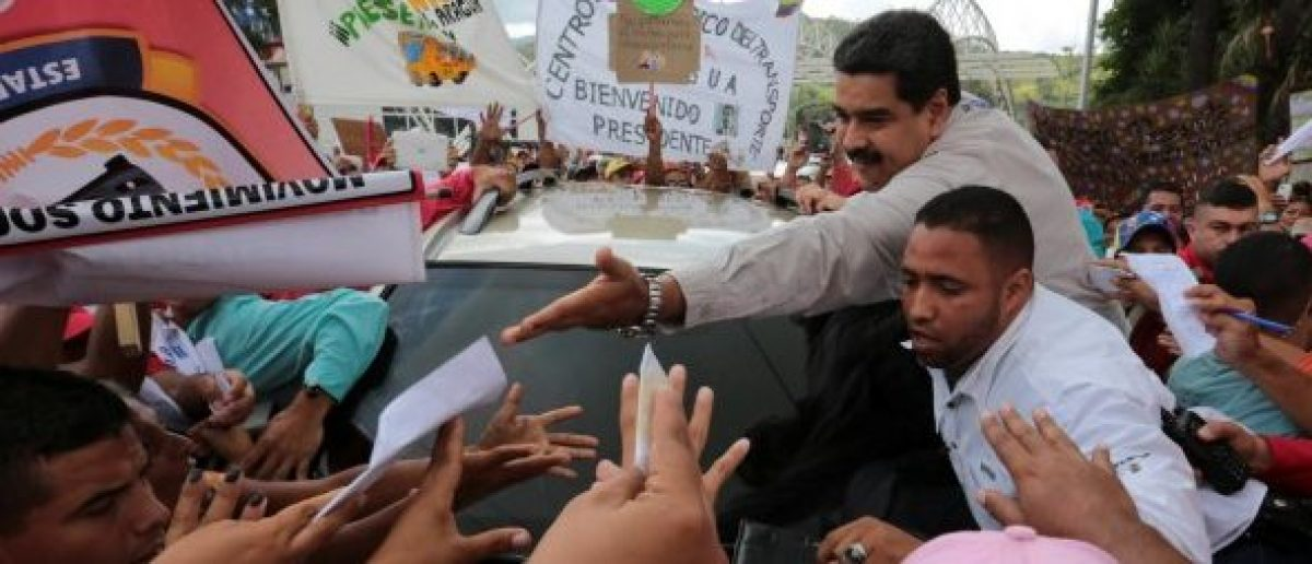 "Venezuela's President Nicolas Maduro (top C) greets supporters as he arrives for his weekly broadcast ""En contacto con Maduro"" (In contact with Maduro) in La Victoria, Venezuela November 20, 2016. Miraflores Palace/Handout via REUTERS"