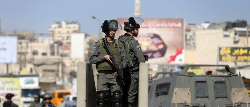 Israeli border policemen stand guard near the scene where Israeli police said a Palestinian was shot and killed by an Israeli security guard after the Palestinian tried to stab him, at Qalandiya checkpoint near the West Bank city of Ramallah November 22, 2016. REUTERS/Mohamad Torokman