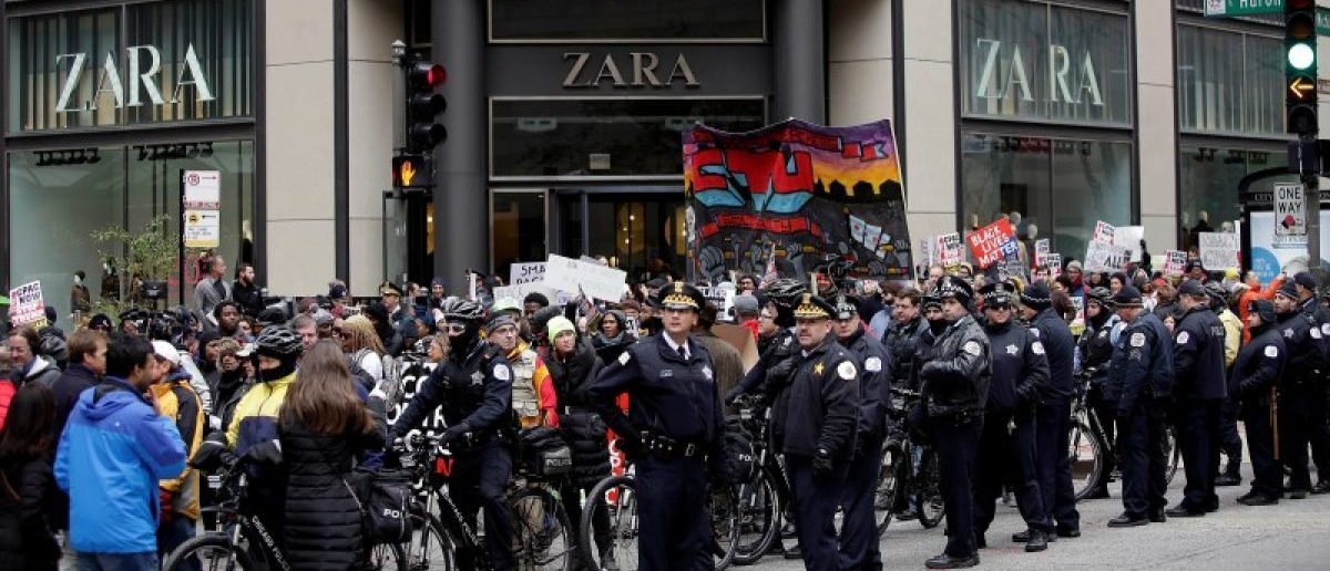 Demonstrators block access to a store during a protest intending to disrupt Black Friday shopping in Chicago, Illinois, November 25, 2016. REUTERS/Joshua Lott