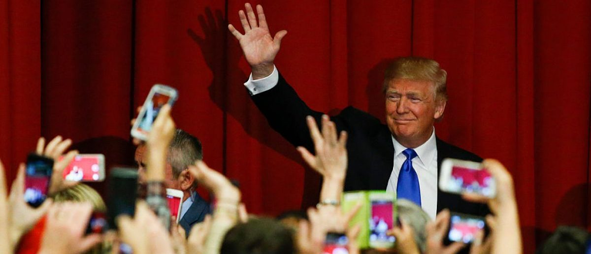 Republican presidential candidate Donald Trump waves to the crowd at a fundraising event in Lawrenceville, New Jersey on May 19, 2016. (Photo credit: EDUARDO MUNOZ ALVAREZ/AFP/Getty Images)