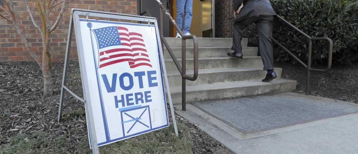 Voters come and go to cast ballots in the U.S. Republican presidential primary on Super Tuesday in Duluth, Georgia, March 6, 2012. REUTERS/John Amis (UNITED STATES - Tags: POLITICS ELECTIONS) - RTR2YXNP