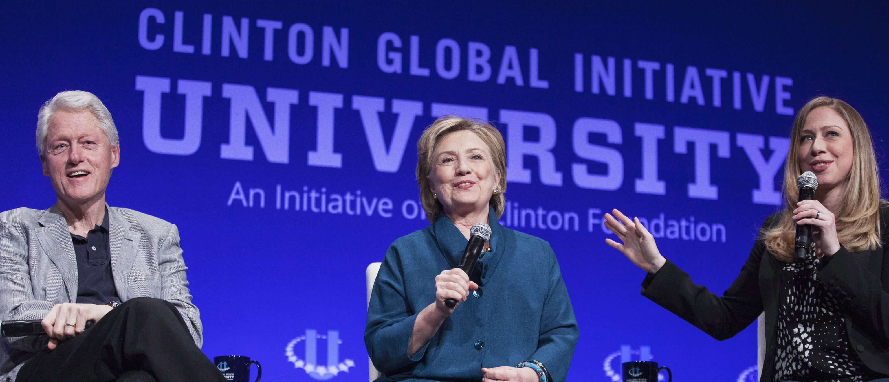 From L-R: Former U.S. President Bill Clinton, Former Secretary of State Hillary Clinton, and Vice Chair of the Clinton Foundation Chelsea Clinton, discuss the Clinton Global Initiative University during the closing plenary session on the second day of the 2014 Meeting of Clinton Global Initiative University at Arizona State University in Tempe, Arizona March 22, 2014. REUTERS/Samantha Sais (UNITED STATES - Tags: POLITICS EDUCATION) - RTR3I6XL
