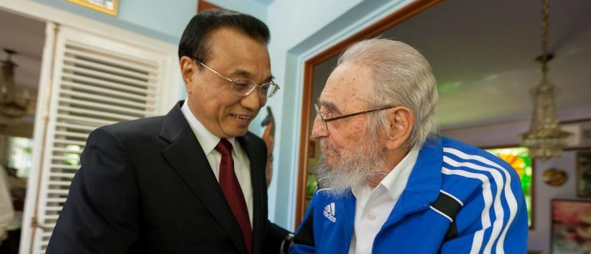 Cuba's former President Fidel Castro (R) and Chinese Premier Li Keqiang meet in Havana, Cuba, September 25, 2016, in this handout photo provided by Cubadebate. Alex Castro/Courtesy of Cubadebate/Handout via REUTERS