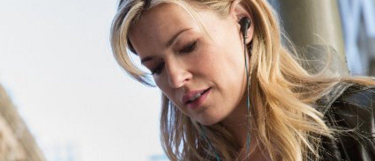 These Bose headphones are under $200 today (Photo via Amazon)