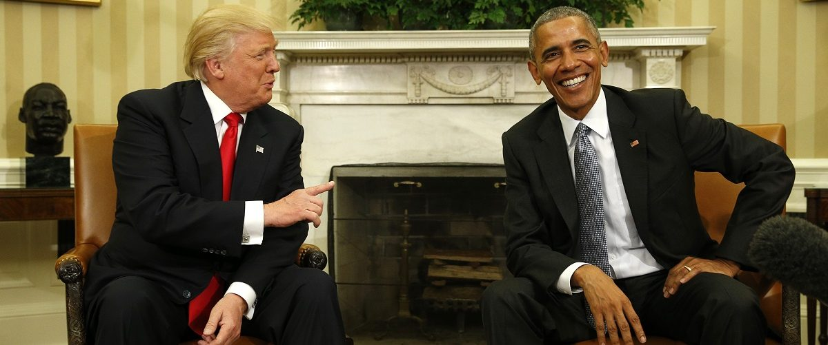 U.S. President Barack Obama meets with President-elect Donald Trump (L) to discuss transition plans in the White House Oval Office in Washington, U.S., November 10, 2016. REUTERS/Kevin Lamarque.