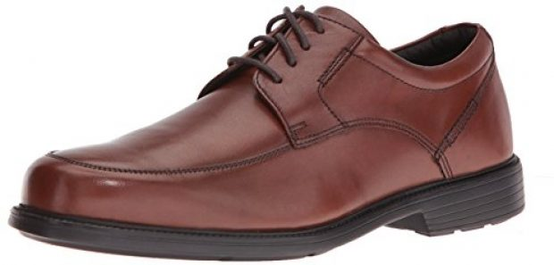 Normally $110, this pair of Rockport oxfords is 50 percent off (Photo via  Amazon