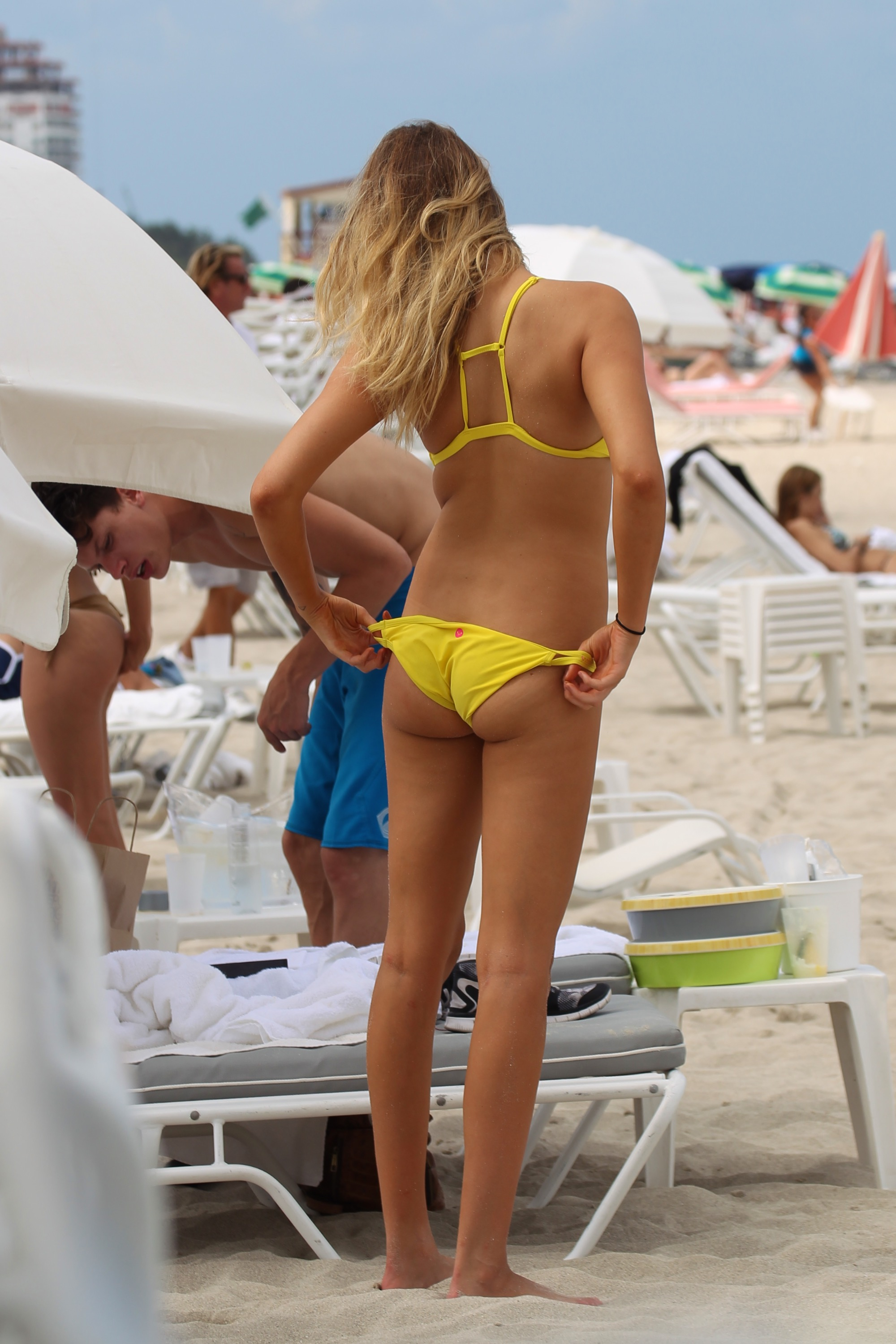 2016 Sports Illustrated Covergirl Hailey Clauson on the beach in Miami. (Photo credit: Splash News)