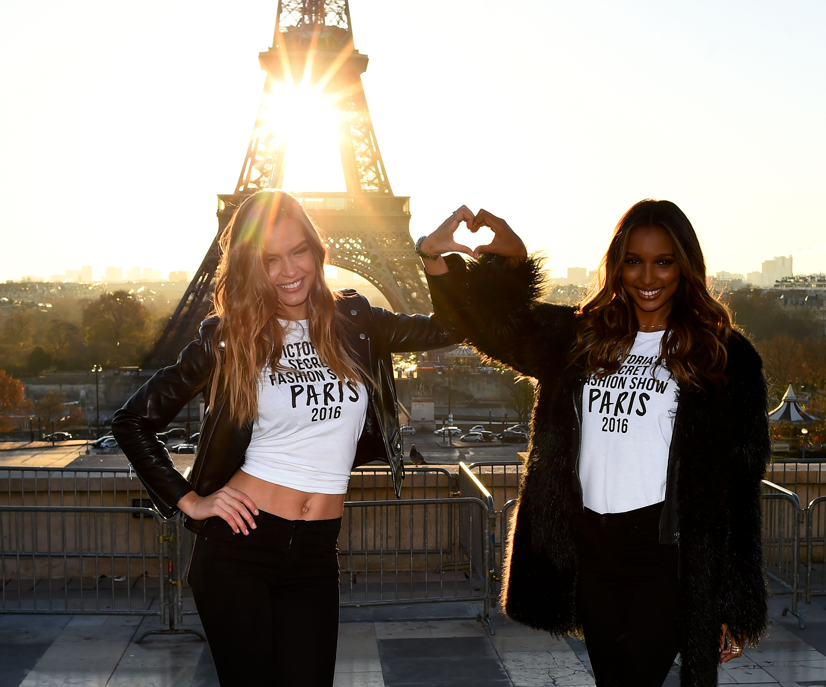 Josephine Skriver and Jasmine Tookes make a heart in front of the Eiffel Tower (Photo credit: Splash News)