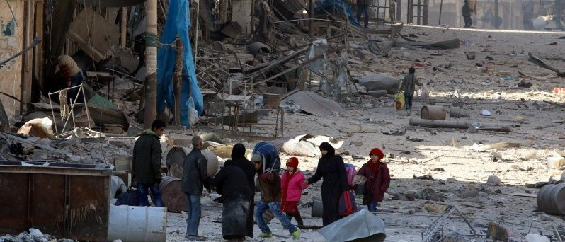 Syrians walk over rubble of damaged buildings, while carrying their belongings, as they flee clashes between government forces and rebels in Tariq al-Bab and al-Sakhour neighborhoods of eastern Aleppo towards other rebel held besieged areas of Aleppo, Syria November 28, 2016. REUTERS/Abdalrhman Ismail/File Photo