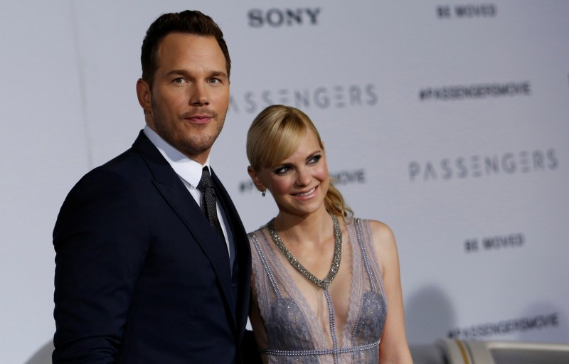 """Cast member Chris Pratt and his wife Anna Faris pose at the premiere of """"Passengers"""" in Los Angeles, California U.S., December 14, 2016. REUTERS/Mario Anzuoni"""