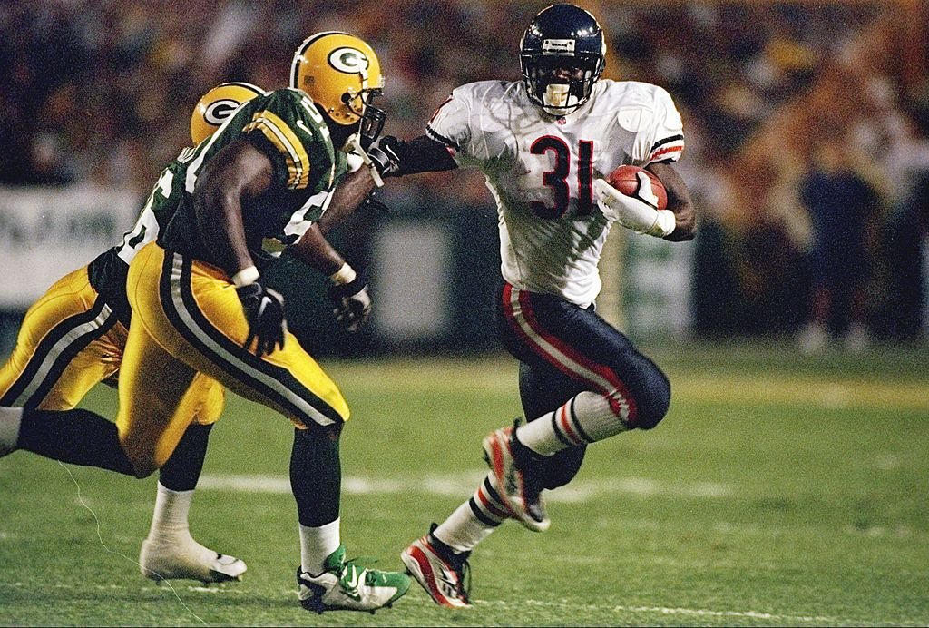 Running back Rashaan Salaam #31 of the Chicago Bears tries to run around Brian Williams #51 of the Green Bay Packers during the Bears 38-24 loss at Lambeau Field in Green Bay, Wisconsin. (Photo credit: Jonathan Daniel /Allsport Getty Images)