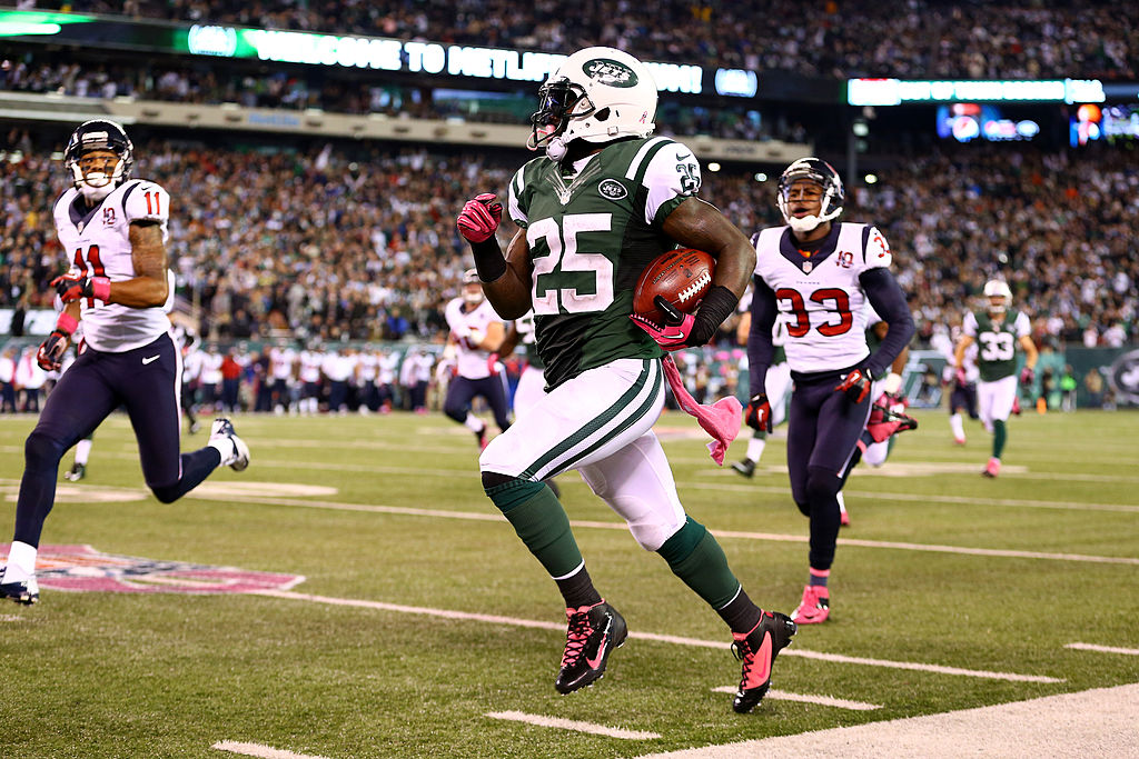 Joe McKnight #25 of the New York Jets returns a kickoff 100 yards for a touchdown in the third quarter against the Houston Texans at MetLife Stadium on October 8, 2012 in East Rutherford, New Jersey. (Photo by Al Bello/Getty Images)