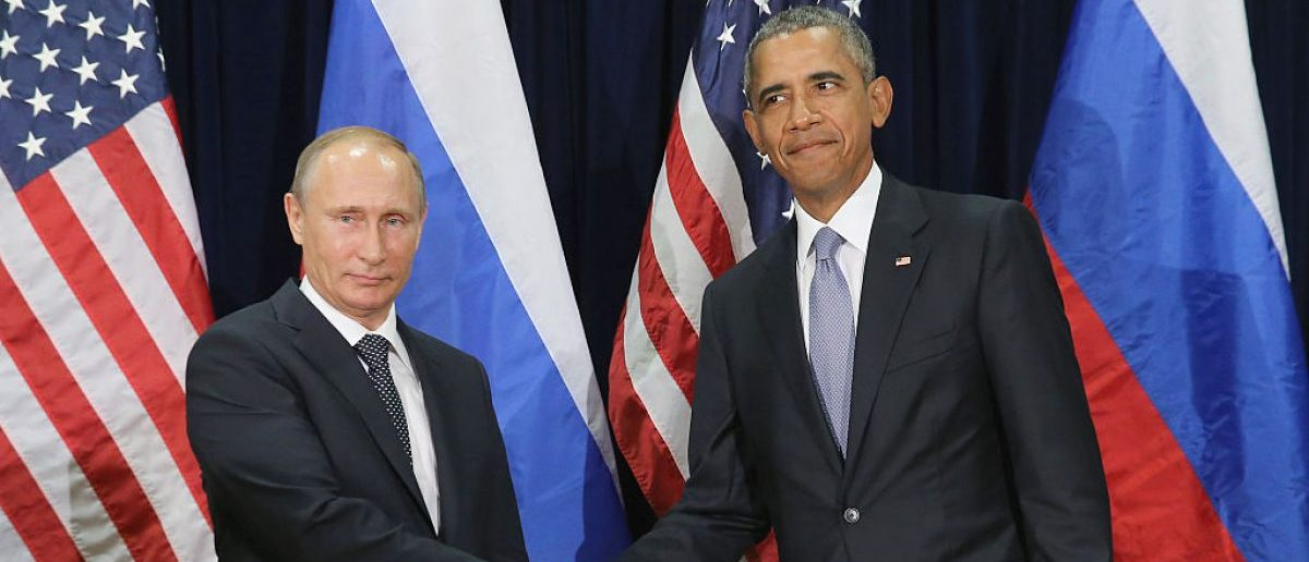 NEW YORK, NY - SEPTEMBER 28:  (AFP OUT)  Russian President Valdimir Putin (L) and U.S. President Barack Obama shake hands for the cameras before the start of a bilateral meeting at the United Nations headquarters September 28, 2015 in New York City. Putin and Obama are in New York City to attend the 70th anniversary general assembly meetings.  (Photo by Chip Somodevilla/Getty Images)