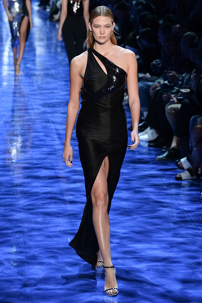 Karlie Kloss walks the runway during the Mugler show as part of the Paris Fashion Week Womenswear Spring/Summer 2017 on October 1, 2016 in Paris, France. (Photo by Francois Durand/Getty Images)