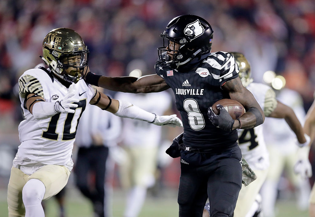 Lamar Jackson #8 of the Louisville Cardinals runs with the ball while defended by Amari Henderson #10 of the Wake Forest Deamon Deacons at Papa John's Cardinal Stadium on November 12, 2016 in Louisville, Kentucky. (Photo by Andy Lyons/Getty Images)