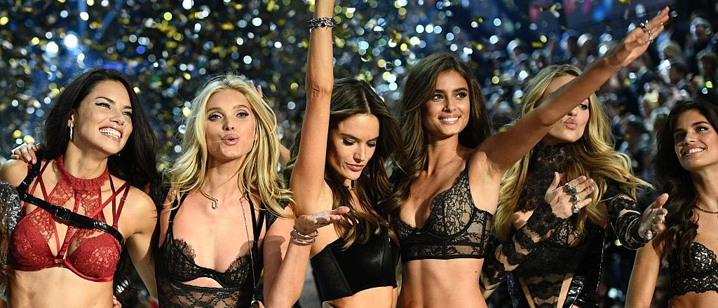 Victoria's Secret Angels (fromL) Brazilian model Adriana Lima, British model Lily Donaldson, Brazilian model Alessandra Ambrosio, US model Taylor Hill, US model Martha Hunt and Portuguese model Sara Sampaio cheer during the 2016 Victoria's Secret Fashion Show at the Grand Palais in Paris on November 30, 2016. / AFP / Martin BUREAU / RESTRICTED TO EDITORIAL USE (Photo credit should read MARTIN BUREAU/AFP/Getty Images)