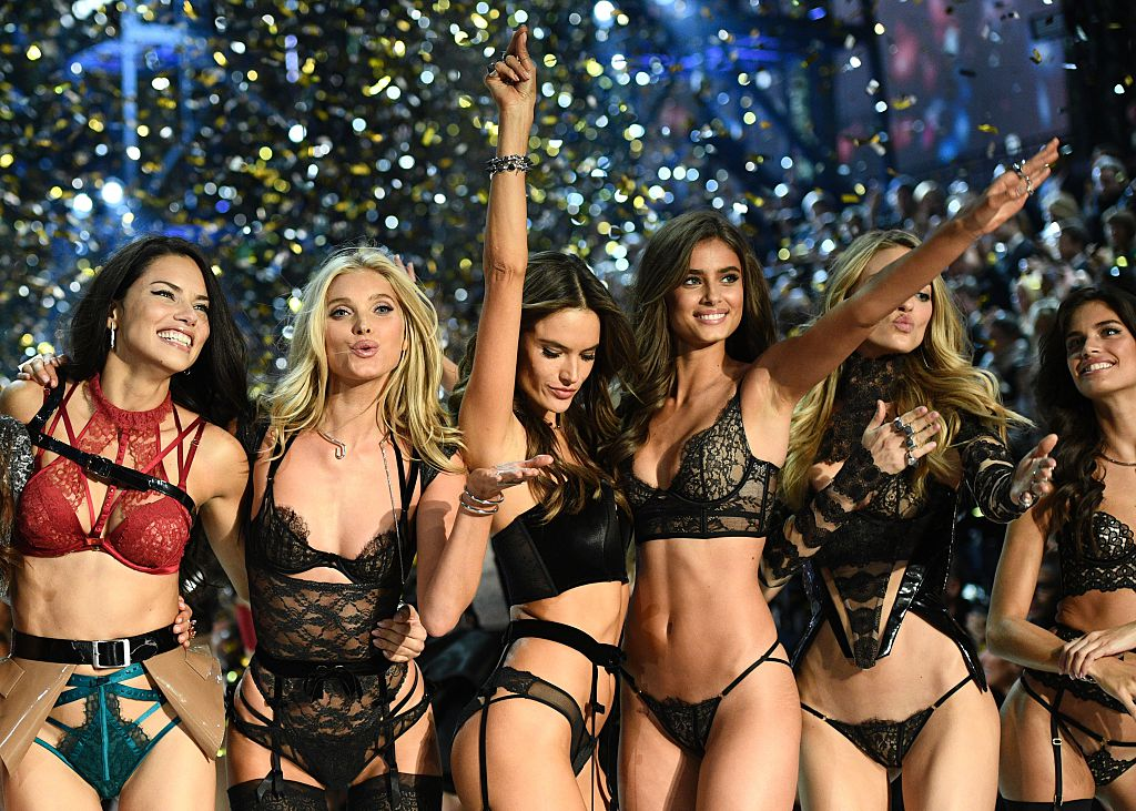 Victoria's Secret Angels (fromL) Brazilian model Adriana Lima, British model Lily Donaldson, Brazilian model Alessandra Ambrosio, US model Taylor Hill, US model Martha Hunt and Portuguese model Sara Sampaio cheer during the 2016 Victoria's Secret Fashion Show at the Grand Palais in Paris on November 30, 2016. / AFP / Martin BUREAU / RESTRICTED TO EDITORIAL USE (Photo credit: MARTIN BUREAU/AFP/Getty Images)