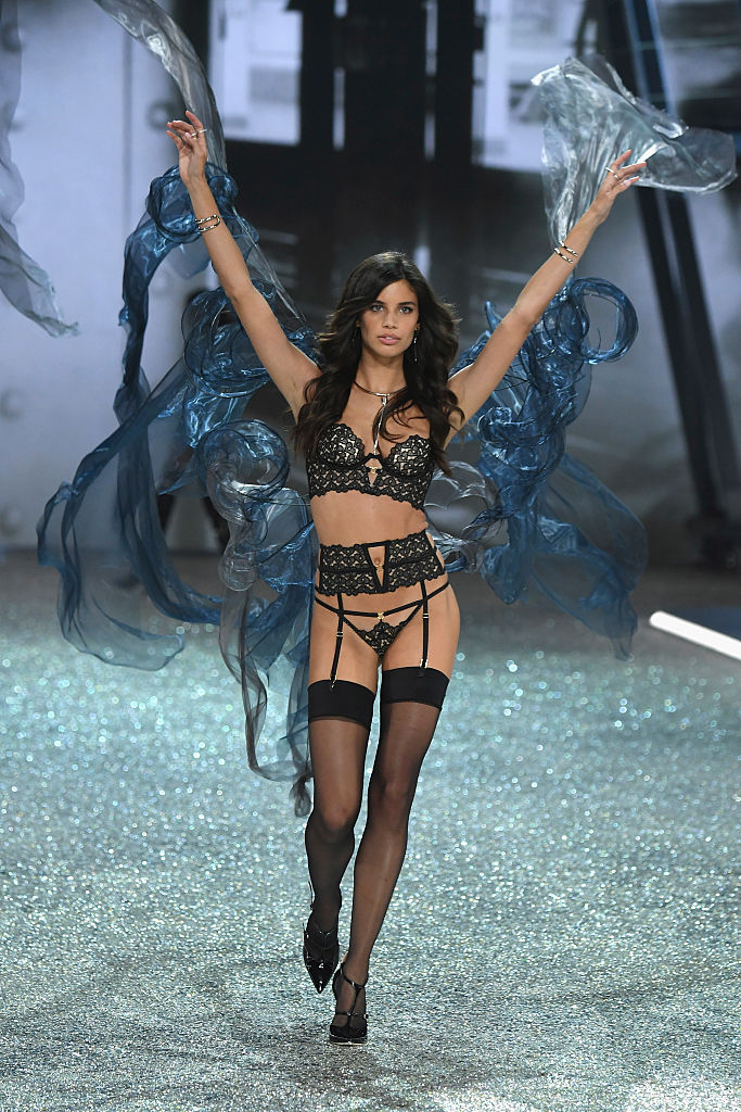 PARIS, FRANCE - NOVEMBER 30: Sara Sampaio walks the runway at the Victoria's Secret Fashion Show on November 30, 2016 in Paris, France. (Photo by Pascal Le Segretain/Getty Images for Victoria's Secret)