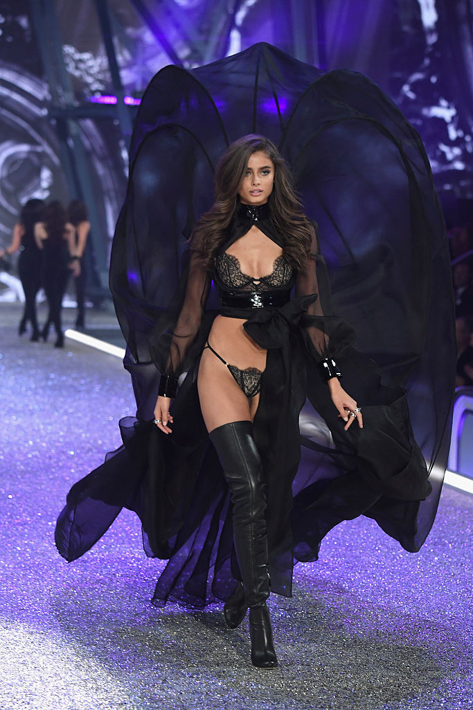 PARIS, FRANCE - NOVEMBER 30: Taylor Hill walks the runway at the Victoria's Secret Fashion Show on November 30, 2016 in Paris, France. (Photo by Pascal Le Segretain/Getty Images for Victoria's Secret)