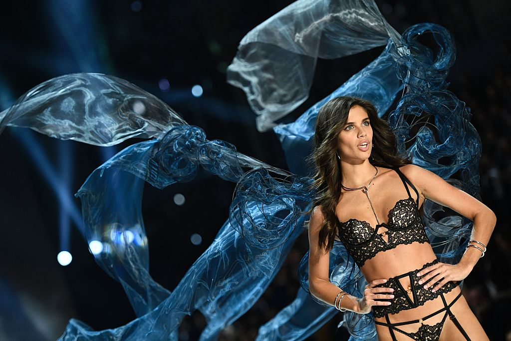 TOPSHOT - Portuguese model Sara Sampaio presents a creation during the 2016 Victoria's Secret Fashion Show at the Grand Palais in Paris on November 30, 2016. / AFP / Martin BUREAU / RESTRICTED TO EDITORIAL USE (Photo credit should read MARTIN BUREAU/AFP/Getty Images)