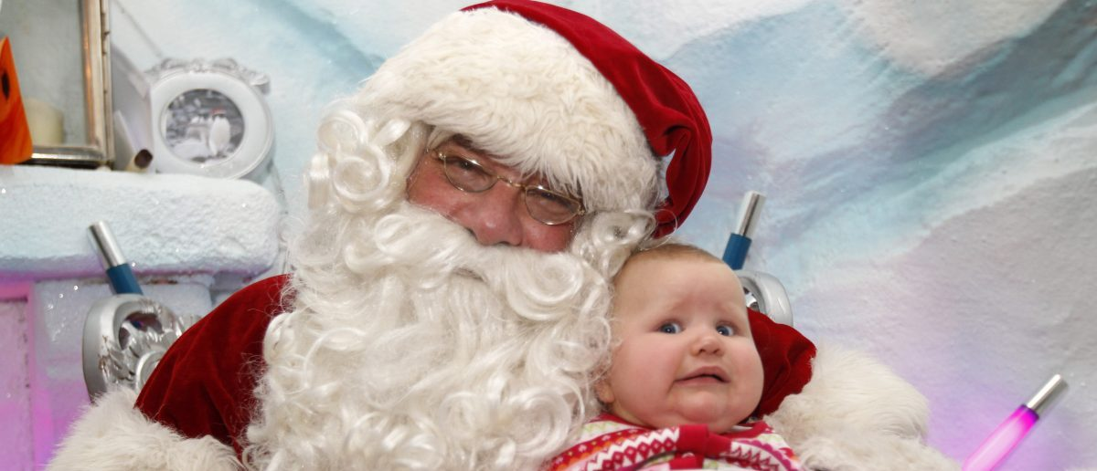 Santa Claus with baby: REUTERS/Suzanne Plunkett