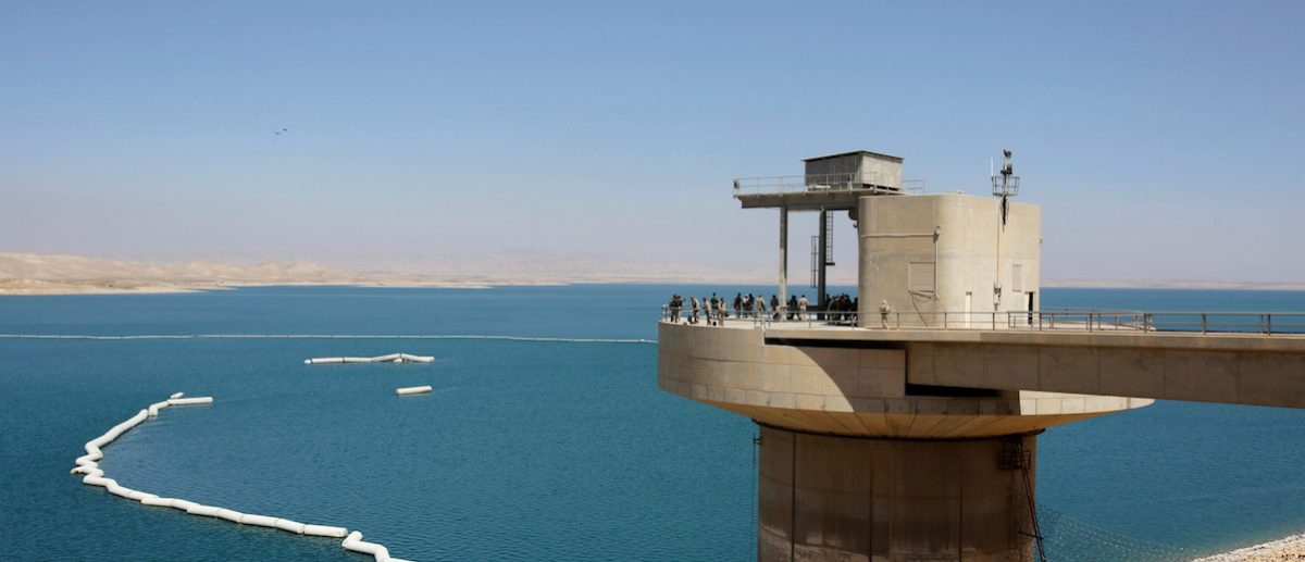Peshmerga fighters stand guard at Mosul Dam in northern Iraq August 21, 2014. To match Special Report MIDEAST-CRISIS/KURDS-LAND   REUTERS/Youssef Boudlal/File Photo - RTSRKLK