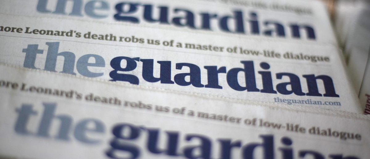 Copies of the Guardian newspaper are displayed at a news agent in London August 21 2013. [REUTERS/Suzanne Plunkett]