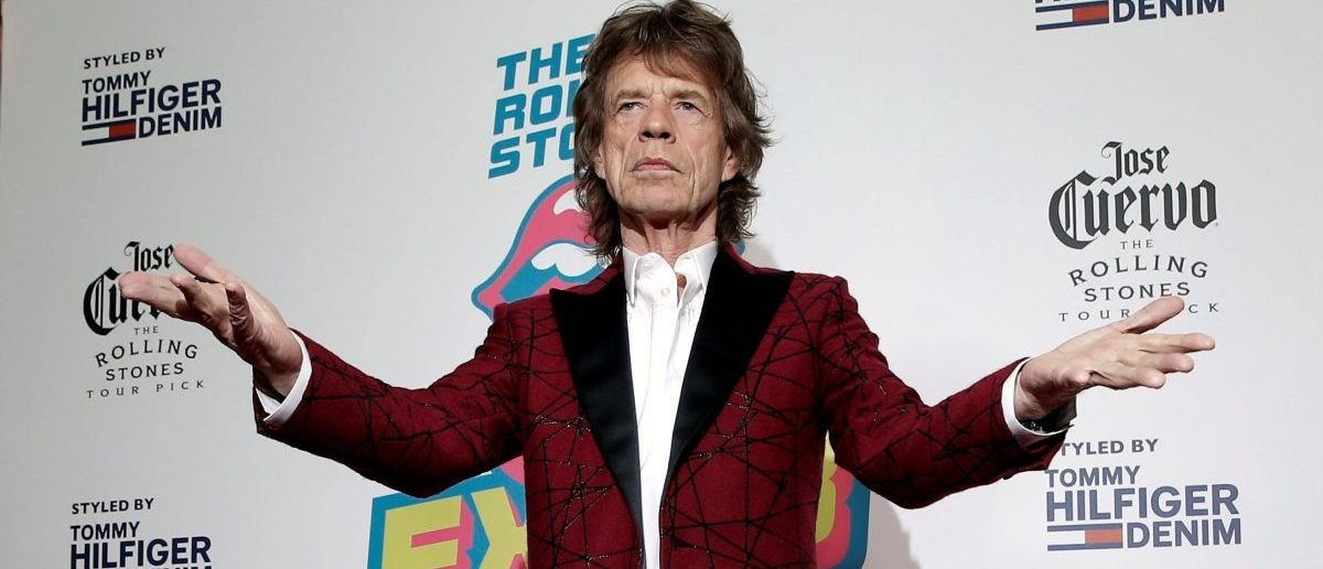 """Mick Jagger of The Rolling Stones poses for photographers as the band arrives for the opening of the new exhibit """"Exhibitionism: The Rolling Stones"""" in the Manhattan borough of New York City, U.S., November 15, 2016. REUTERS/Mike Segar TPX IMAGES OF THE DAY - RTX2TVI7"""