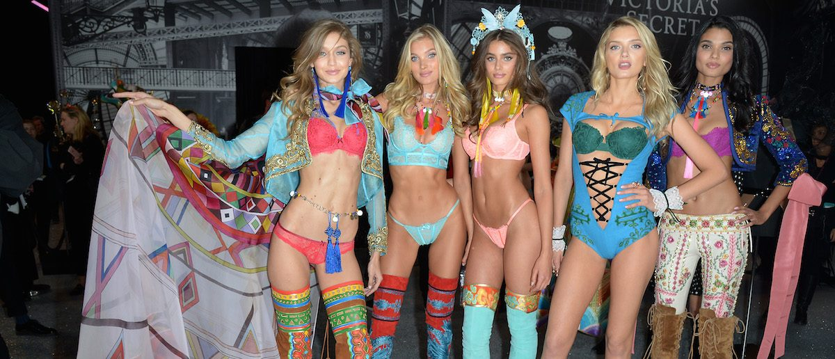 (L-R) Gigi Hadid, Elsa Hosk, Taylor Hill, Lily Donaldson and Daniela Braga pose backstage during the Victoria's Secret Fashion Show on November 30, 2016 in Paris, France. (Photo by Dominique Charriau/Getty Images for Victoria's Secret)