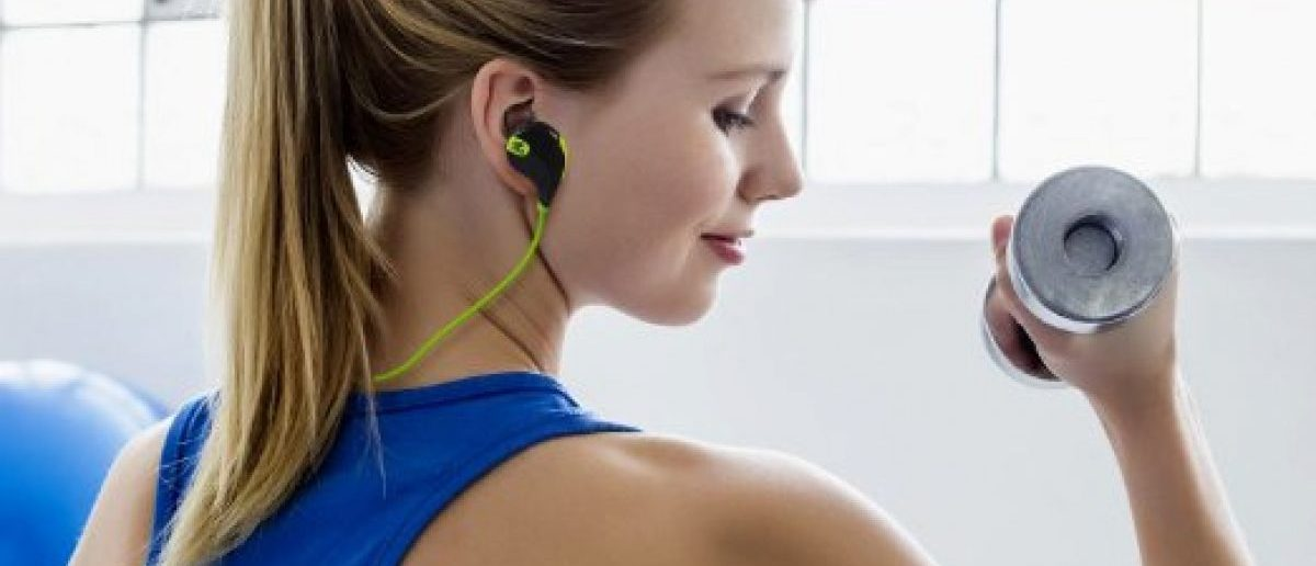 This girl listens to music on her SoundPEATS headphones while working out (Photo via Amazon)