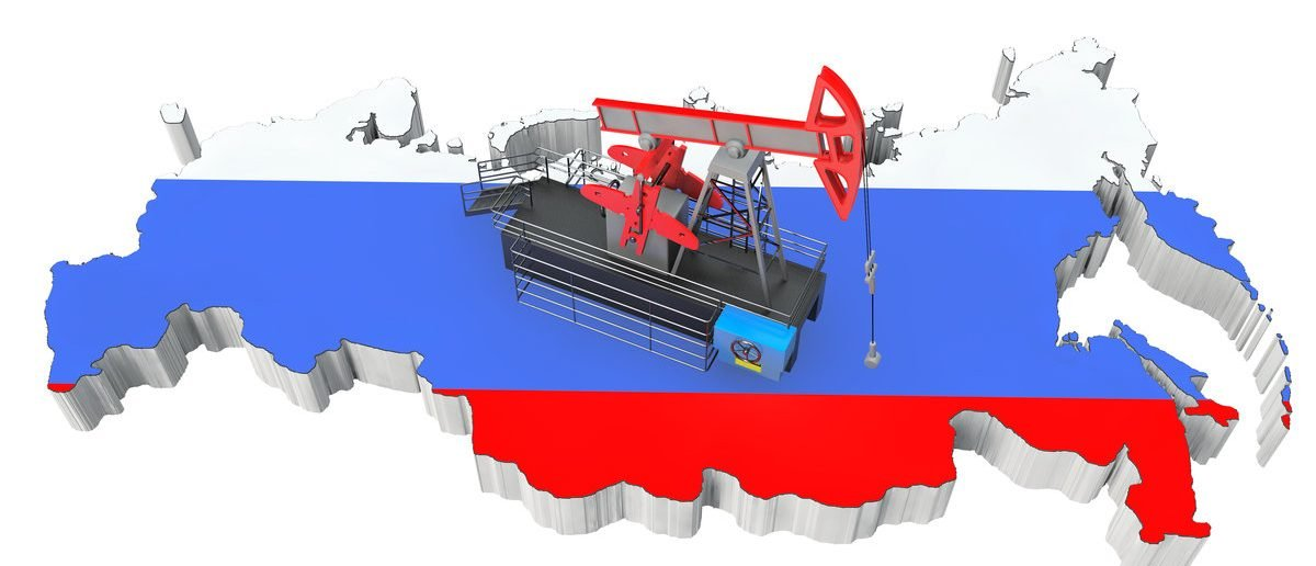 Oil Pump over Russia Map on a white background (Shutterstock.com/doomu)