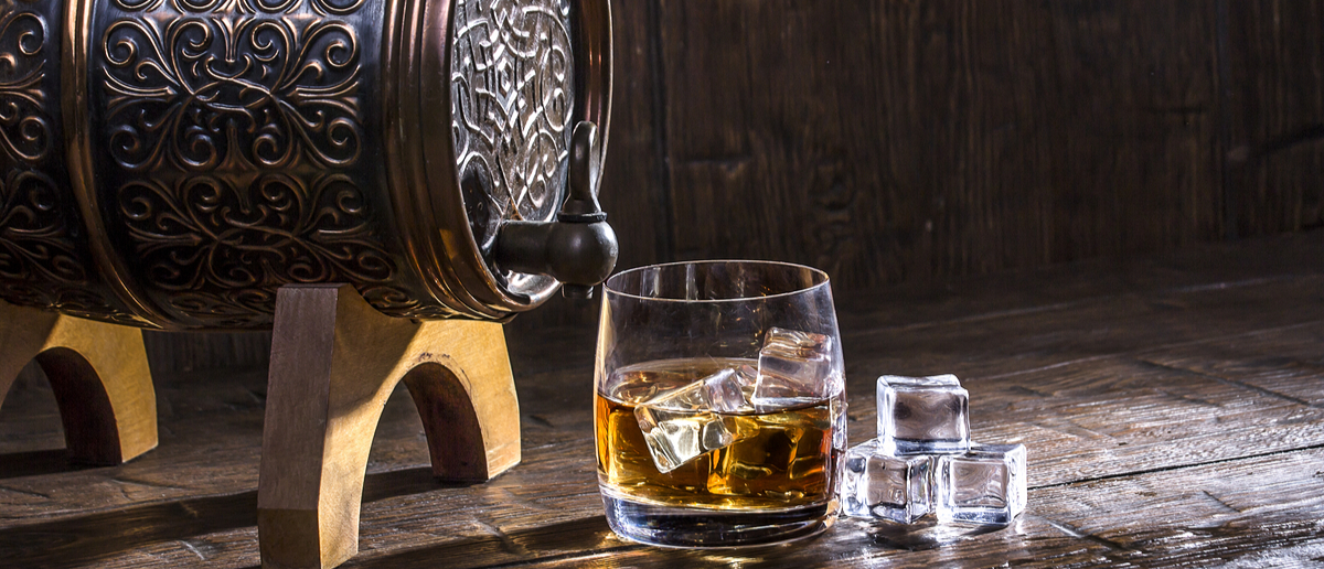Whiskey on the rocks (Photo: Filosofff/Shutterstock)