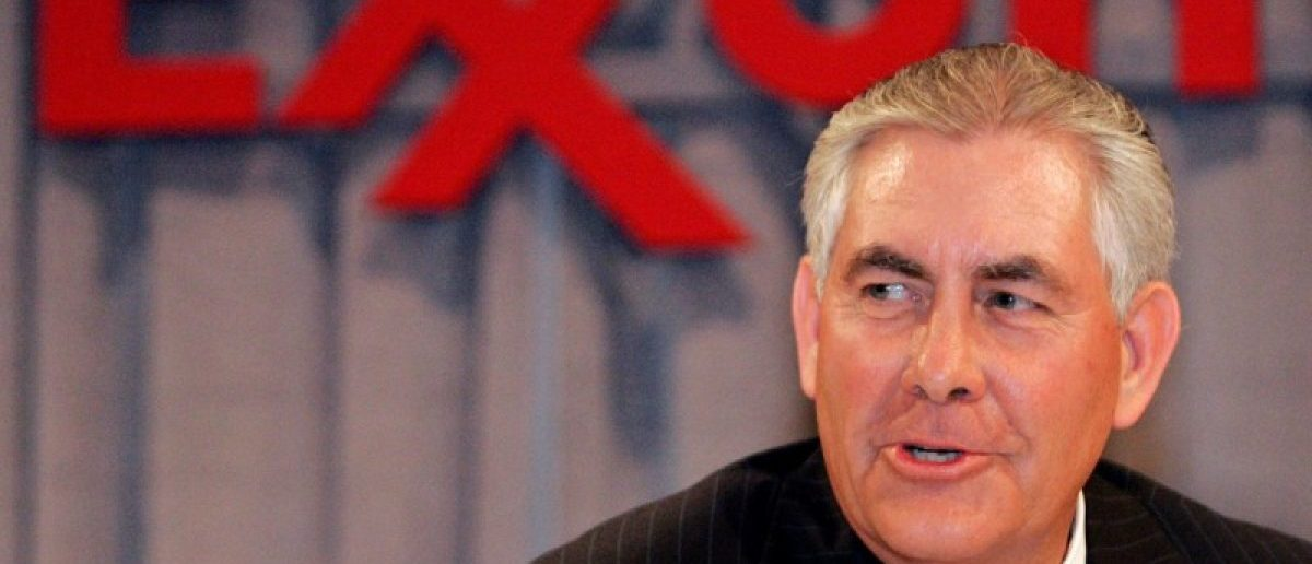 Chairman and chief executive officer Rex W. Tillerson speaks at a news conference following the Exxon Mobil Corporation Shareholders Meeting in Dallas, Texas, May 28, 2008.  (REUTERS/Mike Stone/File Photo)