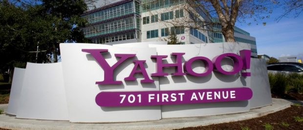 A Yahoo! signs sits out front of their headquarters in Sunnyvale, California, February 1, 2008. REUTERS/Kimberly White/File Photo