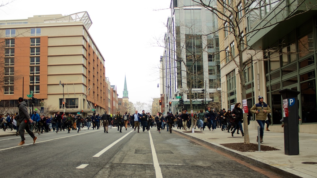 Crowds fleeing through downtown as police advance - Daily Caller - Abbey Jaroma