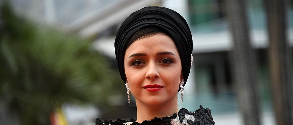 Iranian actress Taraneh Alidoosti poses as she arrives on May 22, 2016 for the closing ceremony of the 69th Cannes Film Festival in Cannes, southern France. / AFP / ANNE-CHRISTINE POUJOULAT (Photo credit should read ANNE-CHRISTINE POUJOULAT/AFP/Getty Images)