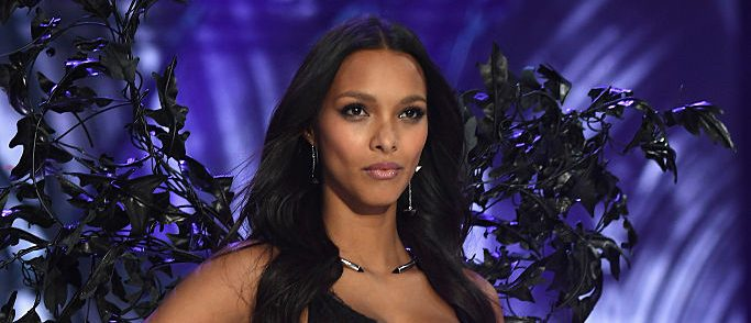Lais Ribeiro walks the runway at the Victoria's Secret Fashion Show on November 30, 2016 in Paris, France.