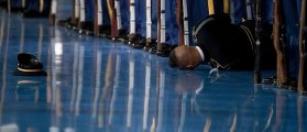 U.S. Army Honor Guard Member Faints During Obama's Farewell Speech