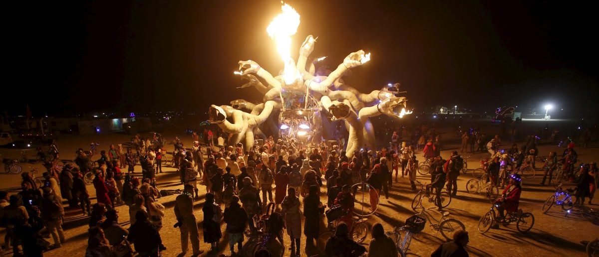 """Participants gather at Medusa Madness during the Burning Man 2015 """"Carnival of Mirrors"""" arts and music festival in the Black Rock Desert of Nevada, September 6, 2015. Sunday marks the last day of the sold-out festival that gathered approximately 70,000 people from all over the world. REUTERS/Jim Urquhart"""